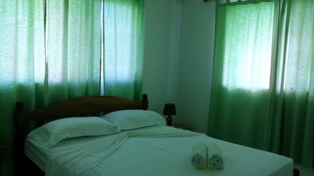 self-catering-villa-idea-praslin-bedroom